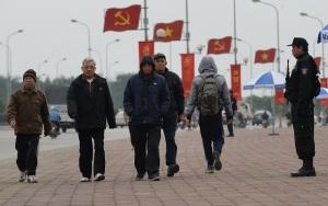 Ảnh chụp hôm 25/1, bên ngoài Trung tâm Hội nghị Quốc gia Mỹ Đình, nơi đang diễn ra Đại hội 12 của Đảng cộng sản Việt Nam. Photo: AFP