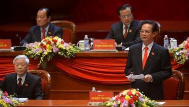 Thủ tướng Nguyễn Tấn Dũng (phải) và tổng bí thư Nguyễn Phú Trọng trong Đại hội Đảng 12, Hà Nội, ngày 21/01/2016 REUTERS/Hoang Dinh Nam/Pool