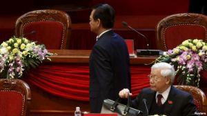 Thủ tướng Nguyễn Tấn Dũng 'xin rút'. Ông Trọng 'ở lại'. Photo: Reuters.