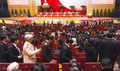 Đại Hội Đảng Cộng Sản Khóa 12 bỏ phiếu và đếm phiếu kéo dài hơn 5 giờ đồng hồ để chọn 180 ủy viên chính thức và 20 ủy viên dự khuyết cho Ban Chấp Hành Trung Ương khóa mới, tức khóa XII, ảnh chụp hôm 26/01/2016. Photo: AFP.