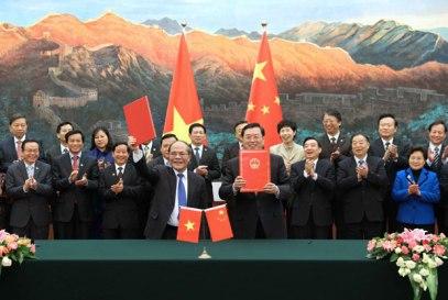Chủ tịch Quốc hội Việt Nam Nguyễn Sinh Hùng sang Bắc Kinh hôm 24 tháng 12 năm 2015.