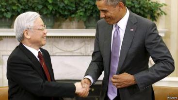Tổng thống Obama bắt tay với Tổng bí thư Nguyễn Phú Trọng sau cuộc gặp tại Phòng Bầu dục ở Washington hôm 7/7/2015. Ảnh: Reuters