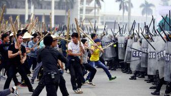 Các lực lượng vũ trang của Việt Nam diễn tập xử lý tình huống bảo vệ an ninh cho kỳ Đại hội Đảng CSVN lần thứ 12. Nguồn ảnh: Zing.vn