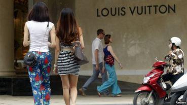 Cửa hàng Louis Vuitton tại trung tâm mua sắm Tràng Tiền Plaza ở Hà Nội. Ảnh: Reuters