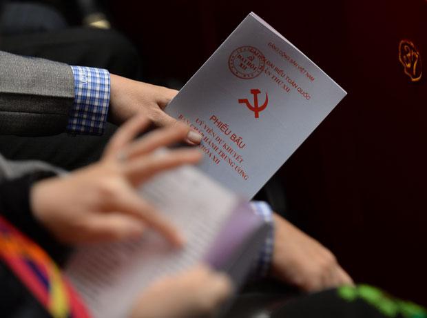 Phiếu bầu ủy viên dự khuyết tại Đại hội đảng toàn quốc lần 12 hôm 26/1/2016. AFP Photo