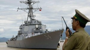 Khu trục hạm USS Curtis Wilbur vừa thực hiện xong cuộc tuần tra ở quần đảo Hoàng Sa, từng đến thăm cảng Tiên Sa (Đà Nẵng) hồi cuối Tháng Bảy, 2014. (Hình: Hoang Dinh Nam/AFP/Getty Images)