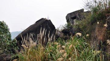Những dấu tích của lô cốt dẫn vào pháo đài bị địch đặt thuốc nổ giật sập - Ảnh: Ngọc Quang