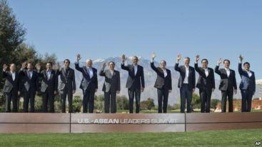 Tổng thống Obama và các nhà lãnh đạo ASEAN chụp ảnh lưu niệm tại Sunnylands ở Rancho Mirage, California, ngày 16/2/2016. Ảnh: AP