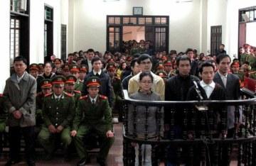 Anh Lê Văn Sơn tại Toà án nhân dân thành phố Vinh, hôm 09 tháng 1 năm 2013. AFP Photo.