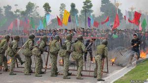 Đặc công, bộ đội, công binh, cảnh sát... tham gia buổi diễn tập quy mô lớn về chống khủng bố, cứu con tin và ngăn chặn biểu tình, bạo loạn (ảnh chụp từ trang tuoitre). Webscreenshot
