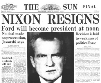 Ảnh đăng trên báo The Sun, loan tin tổng thổng Nixon sẽ từ chức.