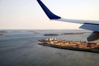 Ảnh chụp khi hạ cánh xuống phi trường Boston trong một chiều đầu đông. Ảnh: Trần Trung Đạo