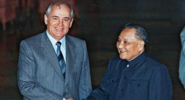 Mikhail Gorbachev và Đặng Tiểu Bình tại Bắc Kinh, Trung Quốc năm 1989. Ảnh: Getty.