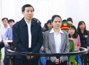 Ông Nguyễn Hữu Vinh và bà Nguyễn Thị Minh Thủy, tại Tòa án Nhân dân Hà Nội ngày 23-3-2016. AFP photo