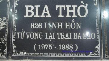 Tấm bia thờ tù nhân chính trị chết ở trại Ba Sao do người Giám thị lập, hiện đang được đặt tại một ngôi Chùa ở miền Bắc. Ảnh: Phạm Thanh Nghiên
