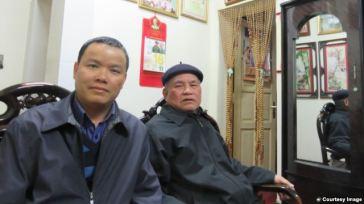 Ông Nguyễn Bình Giang (phải) và tác giả (Lê Anh Hùng) tại nhà riêng của ông ngày 18/2/2016. Courtesy Image