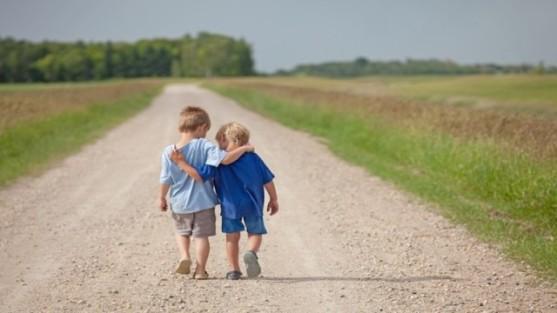 Sự tử tế nên bắt đầu từ tuổi thơ. Ảnh minh họa internet