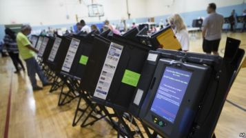 Máy bỏ phiếu điện tử tại Columbus, bang Ohio, Hoa Kỳ. Ảnh: AP