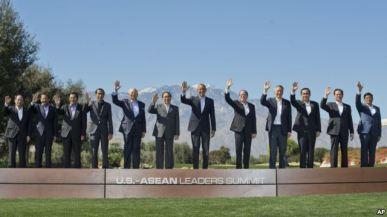 Tổng thống Obama và các nhà lãnh đạo khối ASEAN chụp ảnh lưu niệm tại Sunnylands, Rancho Mirage, California, ngày 16/2/2016. Photo: AP