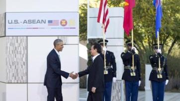Tổng thống Obama đón Thủ tướng Nguyễn Tấn Dũng tại Hội nghị thượng đỉnh Mỹ-ASEAN ở California ngày 15/2 (Ảnh: AP)