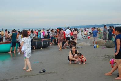 Chợ cá sớm mai ở bãi biển Sầm Sơn. Nguồn ảnh: internet