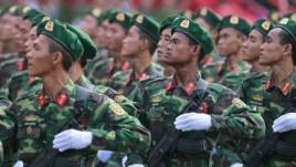 Lực lượng lính biên phòng trong một buổi diễn tập chuẩn bị cho lễ diễu hành kỷ niệm ngày 30 tháng 4 tại Việt Nam. Hình minh họa. Ảnh: Reuters.