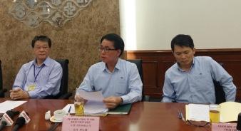 Ông Trương Phục Ninh (đầu tiên, bên trái), ông Khâu Nhân Kiệt (giữa) và một số lãnh đạo công ty trong buổi họp báo. Ảnh: Đức Hùng.