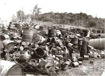 Những thùng đựng hóa chất độc hại ở Worburn. Nguồn: internet