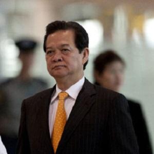 """Ông Nguyễn Tấn Dũng chào từ biệt các thành viên trong nội các để về """"làm người tử tế"""". Nguồn: Internet"""