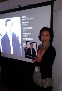 Hình ảnh anh Nguyễn Hữu Vinh tại Góc Truyền thông Xã hội trong ngày của những Người Bảo vệ Nhân quyền (Defenders' Day).