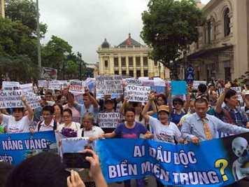 Người dân xuống đường biểu tình ngày 1/5/2016. Nguồn: internet