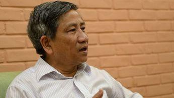 Giáo sư Nguyễn Minh Thuyết nói cách thức một số quan chức lãnh đạo miền Trung trấn an người dân khi đi tắm biển và ăn cá hấp là 'thiếu cơ sở khoa học và có thể nguy hiểm'. Ảnh: BBC