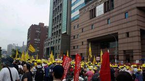 Biểu tình trước trụ sở tập đoàn Formosa ở Đài Loan. Ảnh Internet