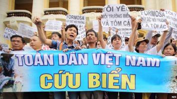 Người dân biểu tình tại Hà Nội, Việt Nam, ngày 1 tháng 5 năm 2016. Ảnh: EPA