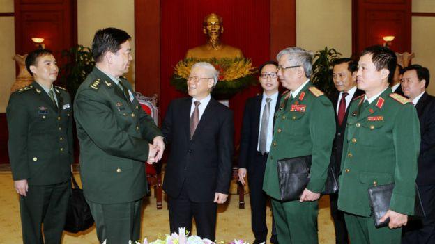 TBT Nguyễn Phú Trọng nắm chức Bí thư Quân ủy Trung ương với quyền lực bao trùm quân đội. Ảnh: Getty