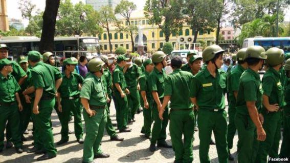 Chính quyền đã huy động đông đảo tất cả các lực lượng để ngăn, vây bắt người biểu tình. Ảnh: FB