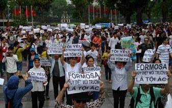 Người dân Hà Nội biểu tình chống tập đoàn Đài Loan Formosa ở trung tâm thành phố Hà Nội vào ngày 01 tháng 5 năm 2016. Ảnh: AFP