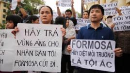 Người dân biểu tình phản đối công ty Formosa ở Hà Nội, Việt Nam, ngày 1 tháng 5 năm 2016. Ảnh: EPA
