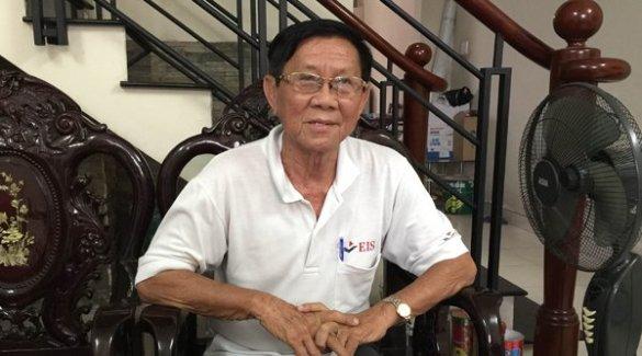 Ông Trần Văn Huỳnh tại tư gia lúc trả lời phỏng vấn của Người Việt. (Hình: Nhật Bình/Người Việt)