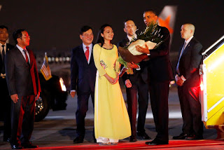 TT Obama vừa đến sân bay. Nguồn: AP