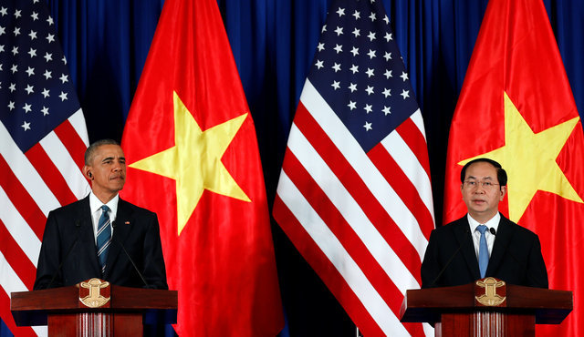 U.S. President Barack Obama attends a news conference with Vietnam's President Tran Dai Quang at the Presidential Palace Compound in Hanoi, Vietnam, May 23, 2016. REUTERS/Carlos Barria