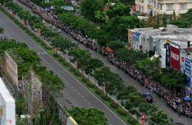 Người dân Sài Gòn đổ ra đường chào đón TT Obama. Nguồn: internet