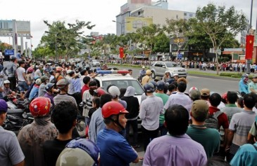 Người dân Sài Gòn đổ xô ra đường chào đón TT Obama chiều 24/5/2016