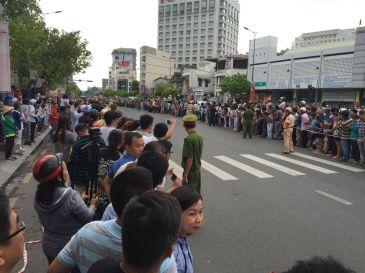Người dân Sài Gòn chào đón TT Obama. Nguồn: internet