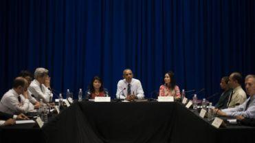 Chỉ 6 trong số 15 nhà hoạt động có mặt tại cuộc gặp Tổng thống Hoa Kỳ Barack Obama tại Hà Nội. JIM WATSON AFP Getty Images