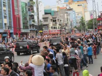 Người dân Sài Gòn chào đón TT Obama