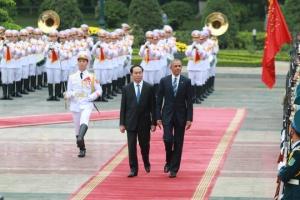 CTN Trần Đại Quang đón TT Obama. Ảnh: internet