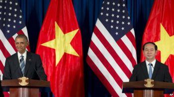 Tổng thống Obama trong cuộc họp báo chung với Chủ tịch Trần Đại Quang tại Hà Nội, ngày 23/5/2016. Ảnh: AP