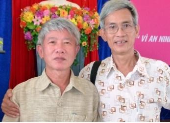Cựu binh, nhà báo Võ Văn Tạo (phải) và nhà văn Thái Kế Toại. Nguồn: internet