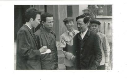 Phỏng vấn ông Nguyễn Hữu Khiếu, ủy viên TW Đảng tại HTX Định Công Thanh Hóa 1978. Ông Khiếu là cha của Nguyễn Hữu Vinh, tức anh Ba Sàm, người sáng lập trang Ba Sàm.